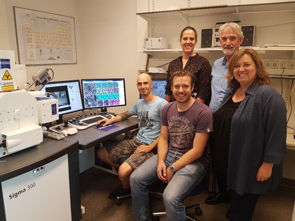 The Radboundumc research team:  Top row from left: Marieke Willemse, Jack Fransen; Bottom row from left: Ben Joosten, Koen van den Dries and Alessandra Cambi