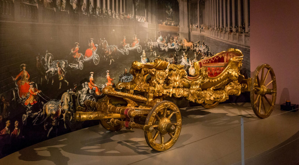 Carousel carriage
