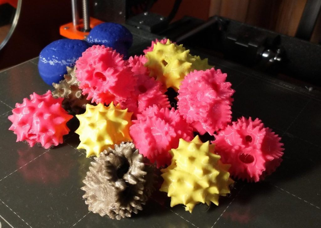 Pollen grains were imaged with confocal microscopy and the data were used to create 3D printed models.