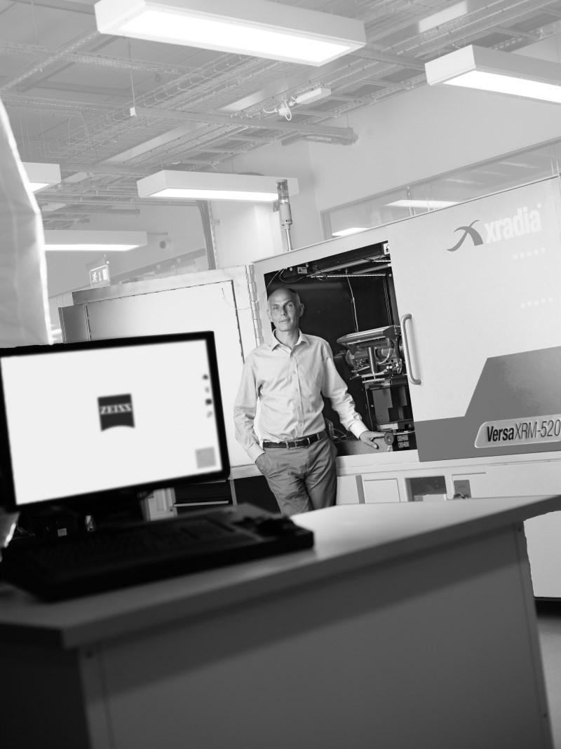 Phil Withers mit ZEISS Xradia Versa Röntgenmikroskop