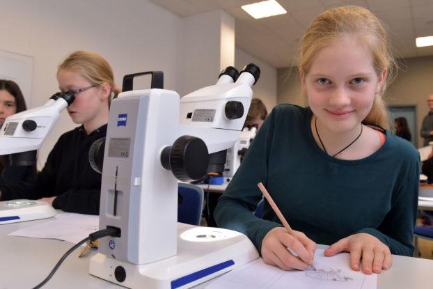 Kindertag der Mikroskopie
