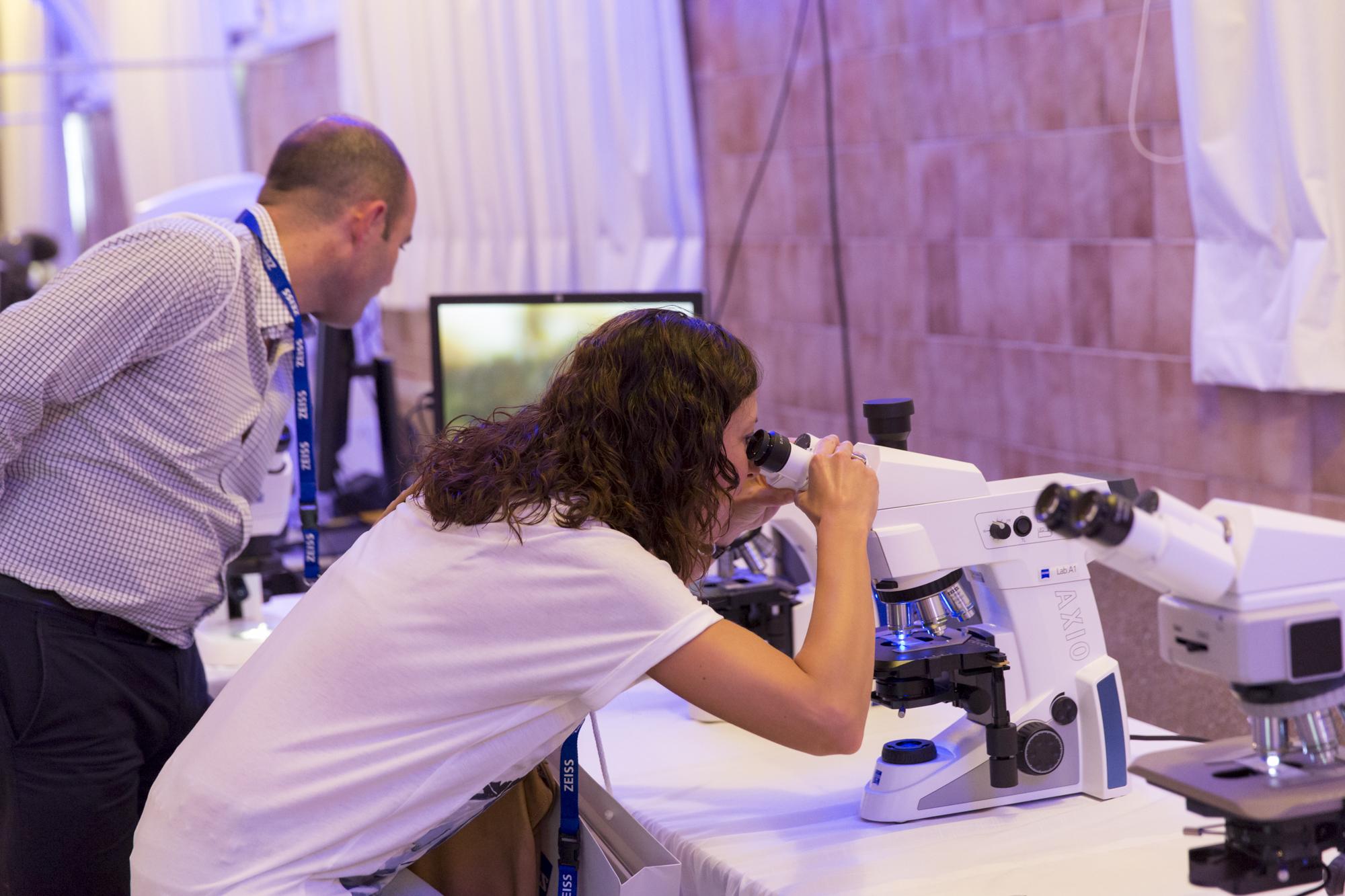 Besucher können neue Mikroskopietechniken entdecken.