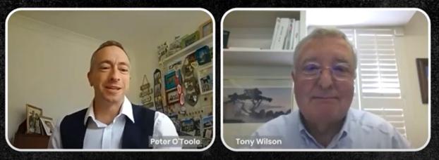 Dr. O'Toole im Interview mit Dr. Tony Wilson (University of Oxford) – einem der Pioniere der Konfokalmikroskopie.