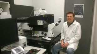 ATAC Facility Manager Scott Page at the facility's ZEISS LSM 880 with Airyscan.