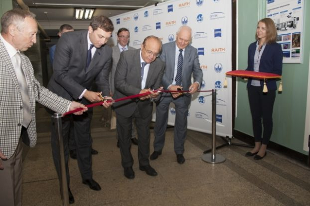 Maksym Igelnyk, Board Chairman of OPTEC Group representing ZEISS in Russia, Victor Sadovnichy, Rector of MSU, Nikolay Sysoev, Dean of the MSU Physics Department, at the opening ceremony of the Lithography and Microscopy Center at Moscow State University.
