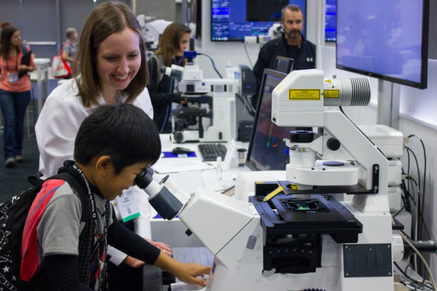 A young researcher at Neuroscience 2016, impressed by ZEISS LSM 800 with Airyscan